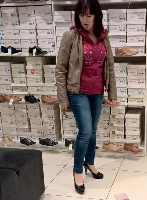 Az Alföldi Cipő modelljei hagyományos, bőrből készült